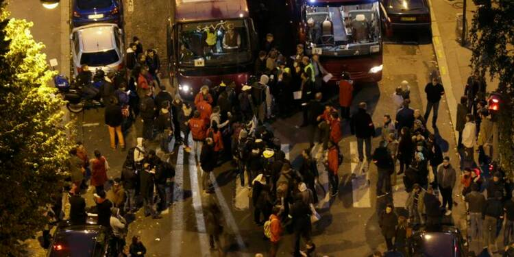 Évacuation de 1.300 migrants d'un lycée désaffecté à Paris