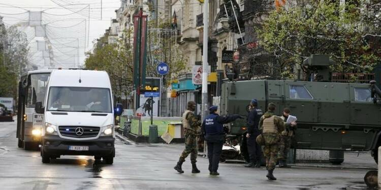 La traque de suspects se poursuit à Bruxelles en alerte maximum