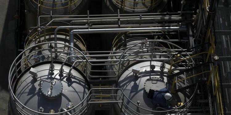 L'industrie chimique a accéléré en 2014, prudence pour 2015