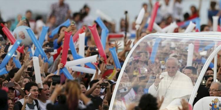 """Au Paraguay, le pape appelle les jeunes à """"mettre le bazar"""""""