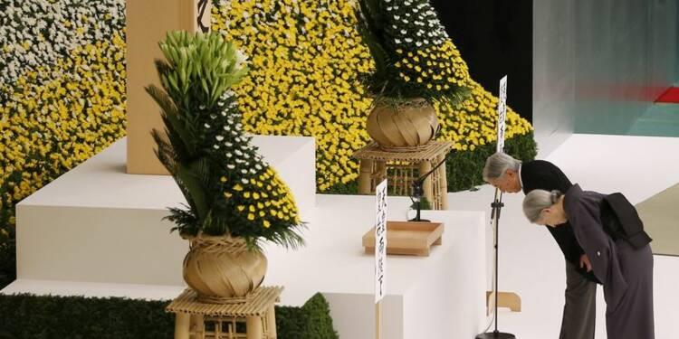 """L'empereur du Japon dit son """"profond remords"""" sur la guerre"""