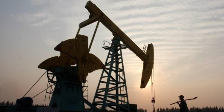 Le pétrole finit en hausse dans des volumes étroits