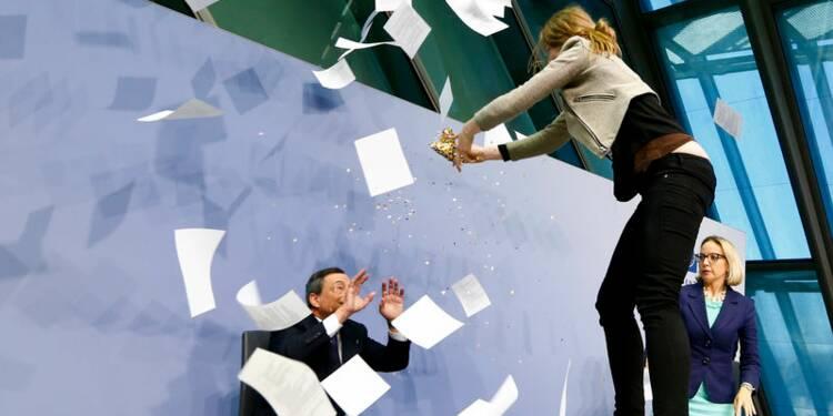 Quand une jeune manifestante vole la vedette à Mario Draghi