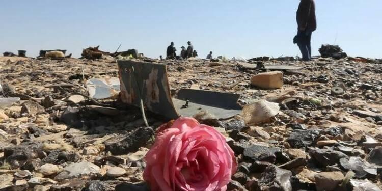 """Bombe à bord de l'A321 russe, les enquêteurs """"quasi sûrs"""""""