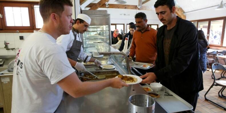 Le droit d'asile ne se découpe pas, répond Valls à Sarkozy