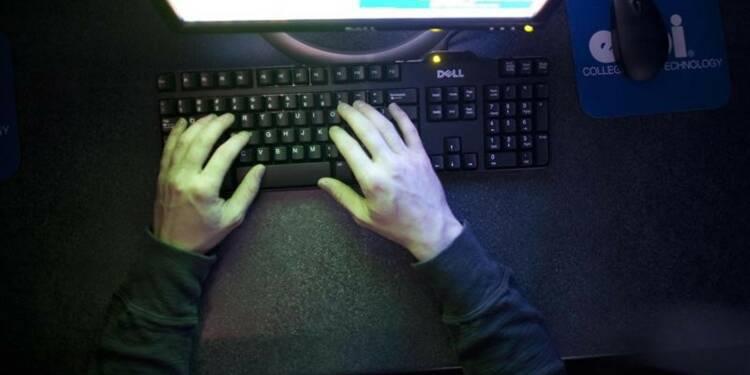 Bernard Cazeneuve se veut rassurant sur la loi renseignement