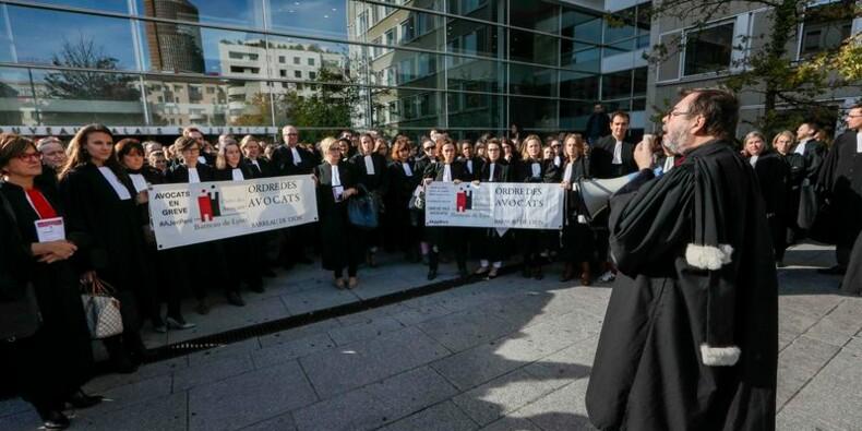 Les avocats toujours en grève, mais des négociations ont repris