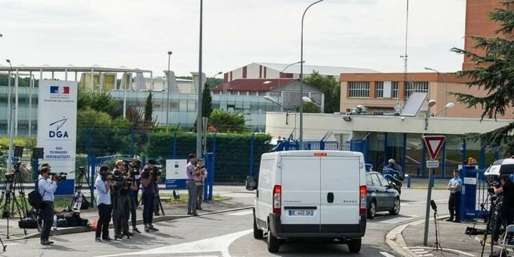 Expertise en cours du débris d'avion retrouvé à la Réunion