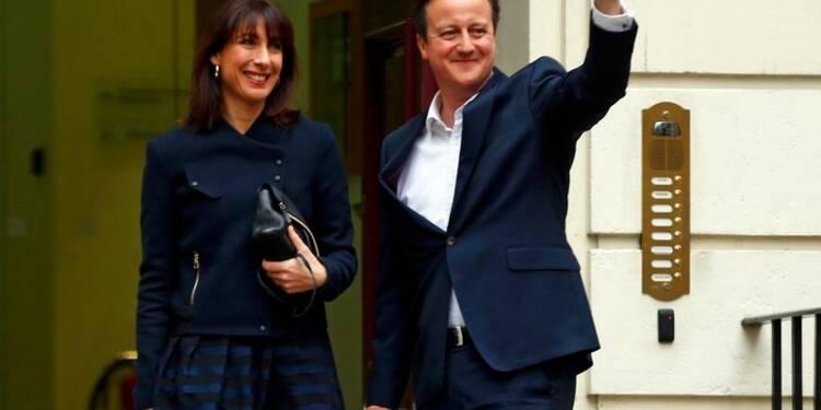 Elections au Royaume-Uni : large victoire pour Cameron, les opposants démissionnent