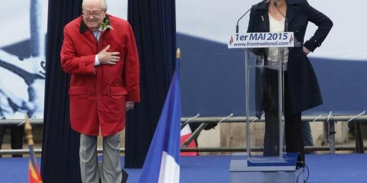 """Marine Le Pen à l'Elysée serait """"scandaleux"""", dit son père"""