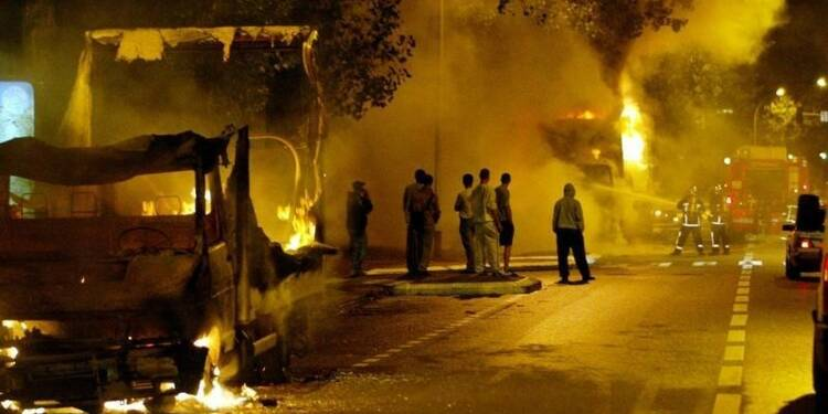 Valls promet d'agir dans les banlieues déçues par le pouvoir