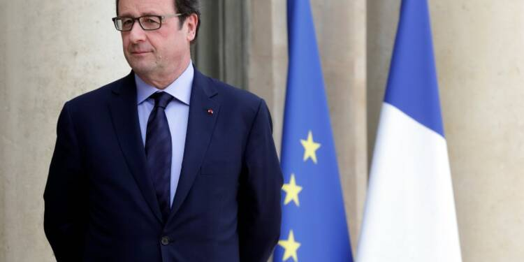 François Hollande maintient le cap malgré la défaite électorale
