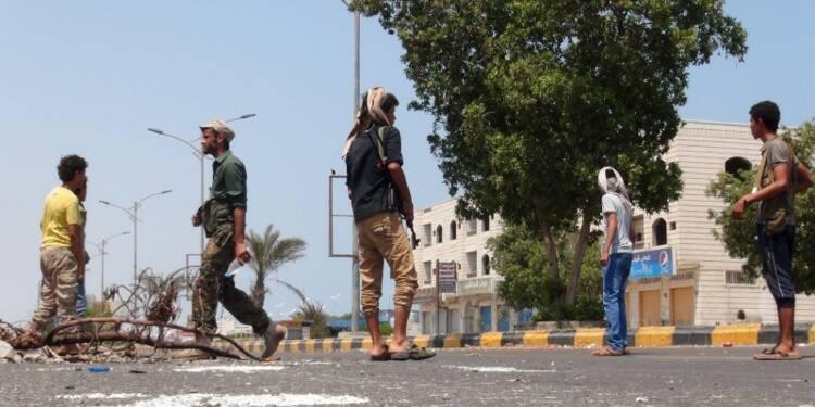 Raid meurtrier dans un camp de réfugiés au Yémen, combats à Aden