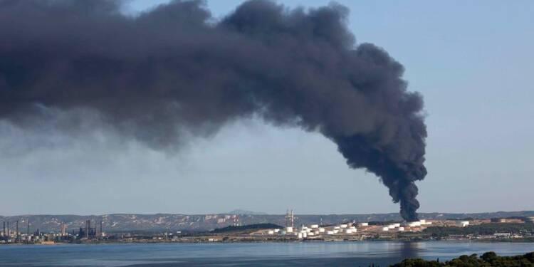 Incendie d'un site pétrochimique à Berre, malveillance envisagée