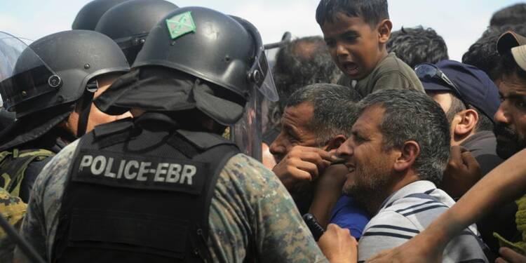 Plusieurs milliers de migrants pénètrent de force en Macédoine