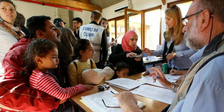 L'accueil de réfugiés ne pénalisera pas les précaires, dit Valls