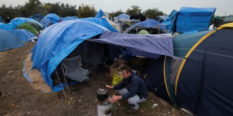 Les mesures d'urgence pour les migrants à Calais confirmées
