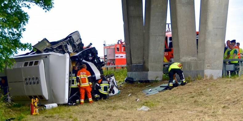 Un car scolaire accidenté en Belgique, un mort