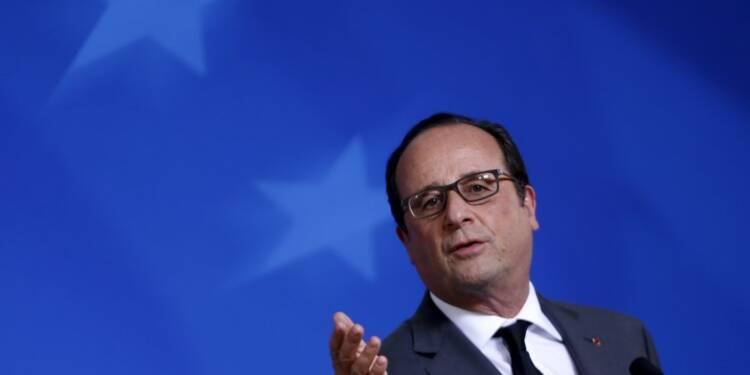 La France n'est pas envahie par les réfugiés, dit Hollande