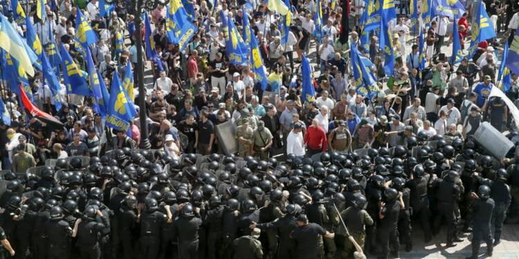 Manifestation nationaliste à Kiev, un garde national tué