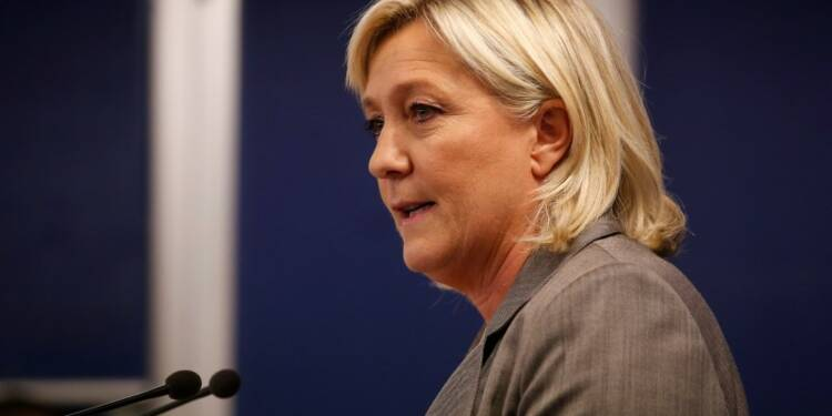 Marine Le Pen ne veut plus que son père parle au nom du FN