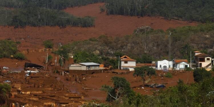Un village dévasté par la rupture d'un barrage minier au Brésil