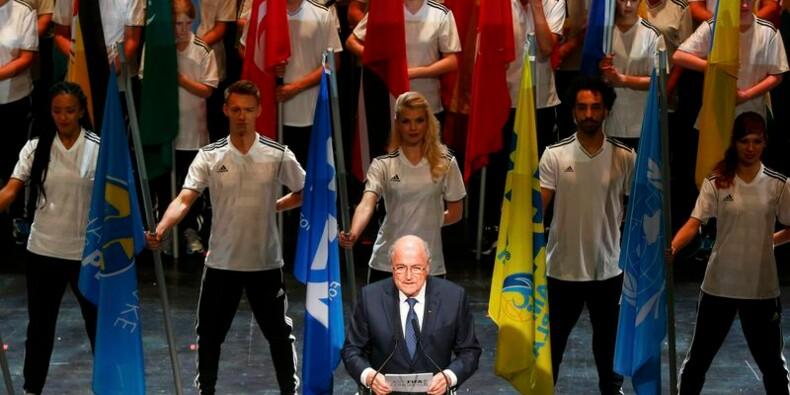 Sepp Blatter plaide la bonne foi, Michel Platini veut son départ