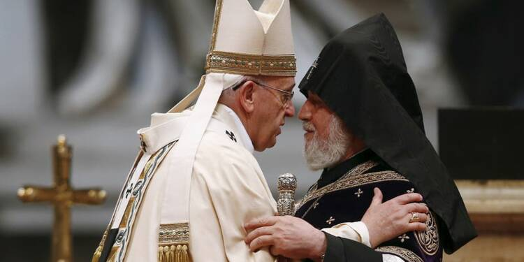 """Le pape parle de """"génocide"""" des Arméniens, tension avec Ankara"""