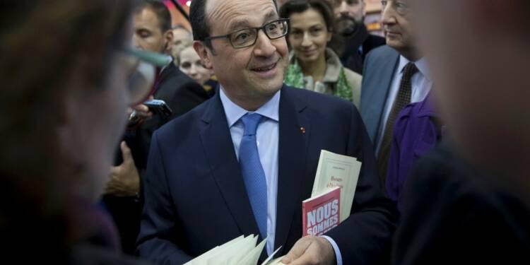 Hollande défend la liberté d'expression au Salon du Livre