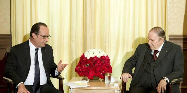 """A Alger, deux heures """"intenses"""" entre Hollande et Bouteflika"""
