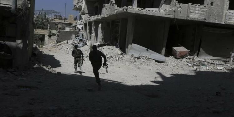 Fabius appelle à ne pas attendre le départ d'Assad pour négocier