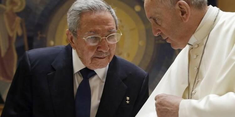 Le pape François a reçu longuement Raul Castro au Vatican