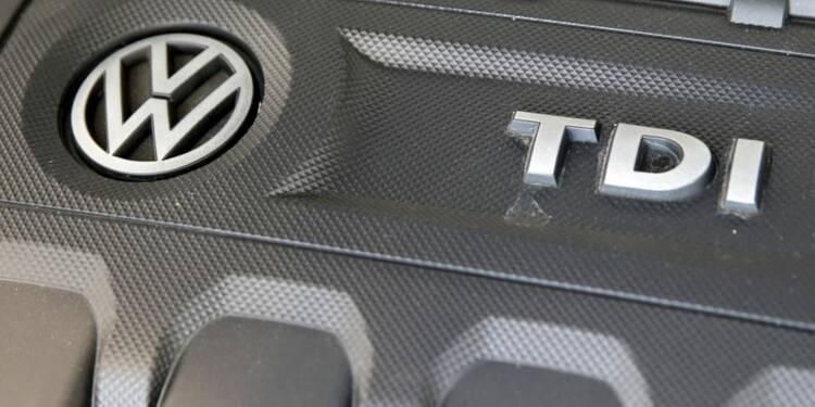 Volkswagen, accusé de tromperie, s'effondre en Bourse