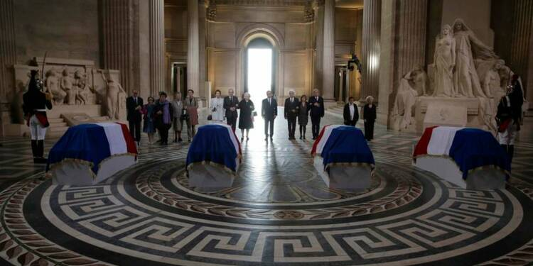 """Hollande fait entrer au Panthéon quatre héros qui ont dit """"non"""""""