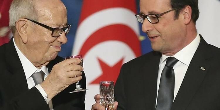 Hollande salue le Nobel de la paix et appelle à soutenir l'économie tunisienne