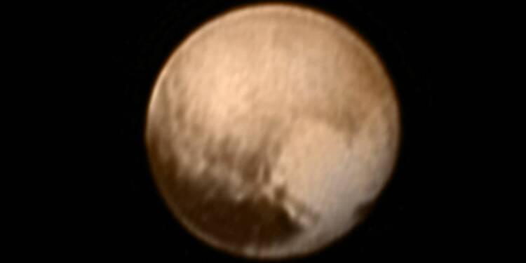 La planète naine Pluton apparaît plus grande qu'on ne le pensait