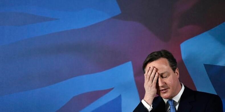 Cameron marque un but contre son camp avant les élections