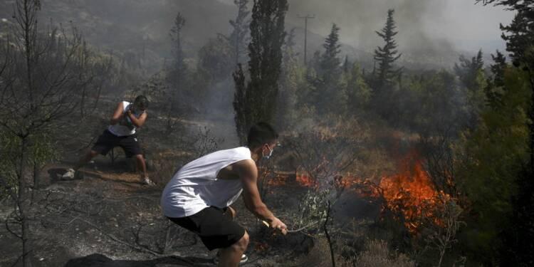 Un deuxième mort dans les incendies de forêt en Grèce