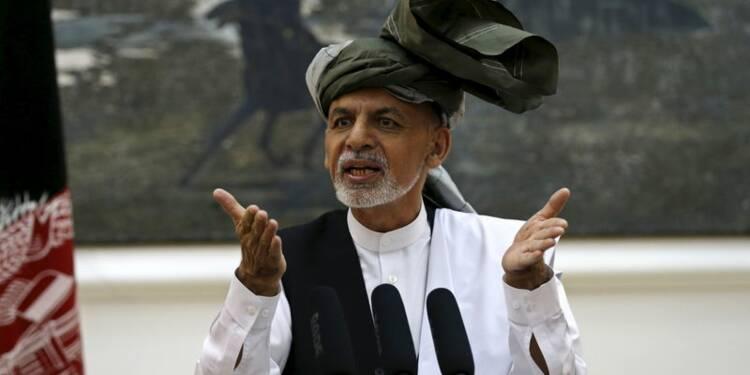 Un nouveau chef taliban, report des discussions de paix