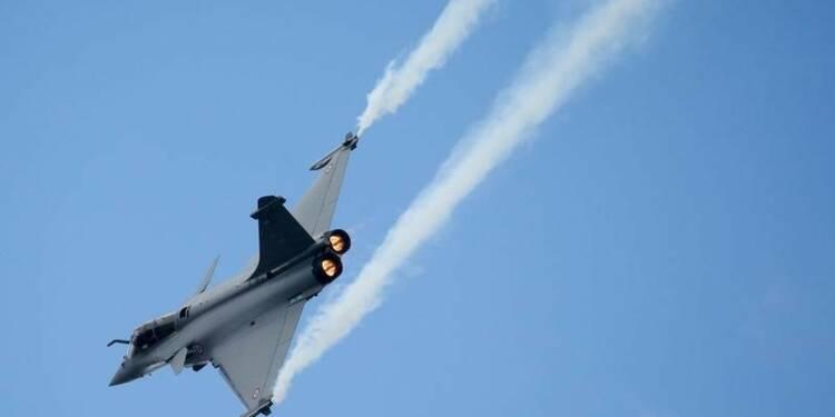 Paris n'a pas encore décidé de frapper l'EI en Syrie, dit Fabius