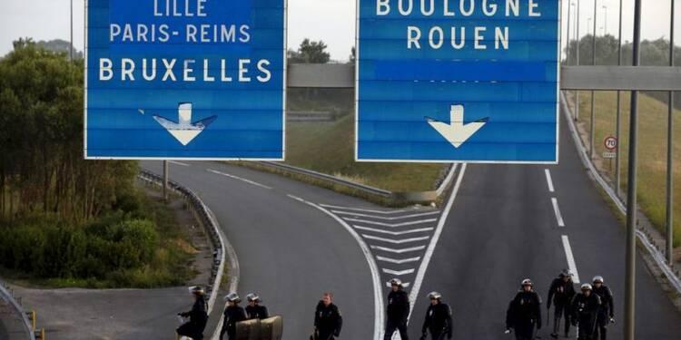 Paris et Londres disent faire des migrants une priorité absolue