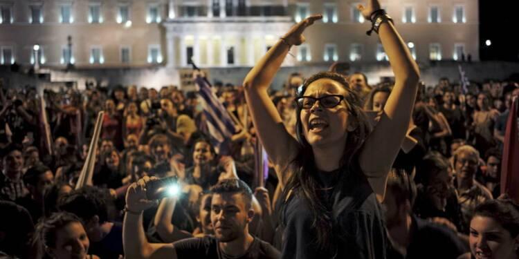 """Les Grecs défient l'Europe en votant massivement """"non"""""""