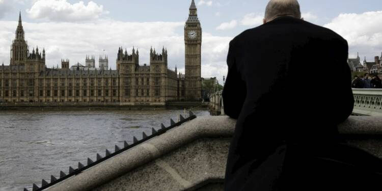 S&P abaisse la perspective de la Grande-Bretagne