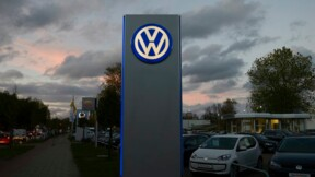 Volkswagen poursuit sa chute en Bourse