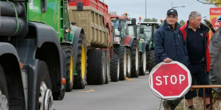 Hollande promet de maintenir la pression pour les éleveurs