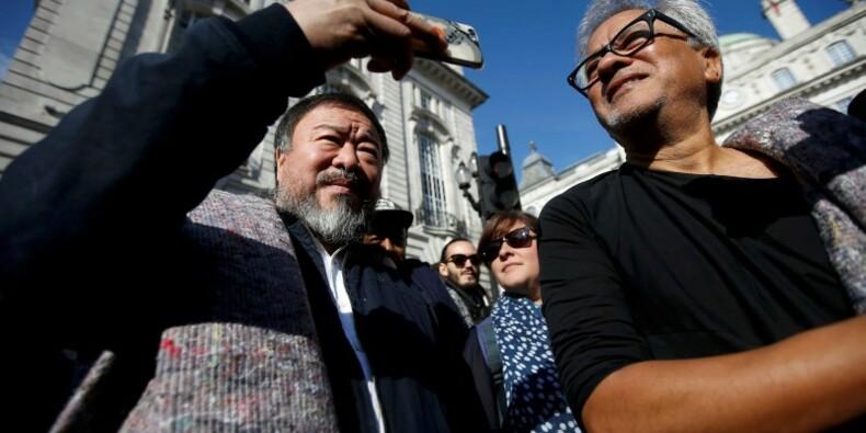 Ai Weiwei et Anish Kapoor marchent pour les réfugiés à Londres