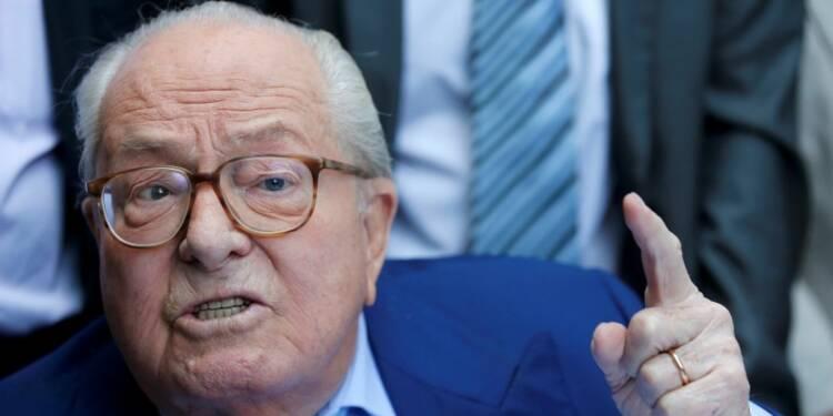 """Jean-Marie Le Pen crée le """"Rassemblement bleu-blanc-rouge"""""""