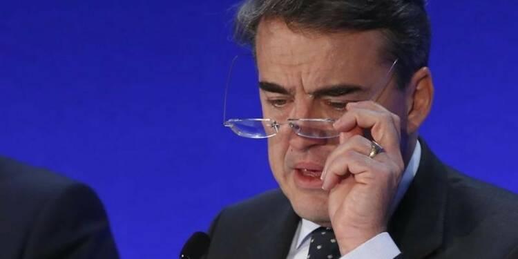 """Reconduit, le PDG d'Air France-KLM annonce une """"dure tourmente"""""""