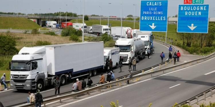 Un jeune migrant retrouvé mort dans un camion près de Calais