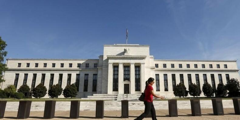 La Fed juge prudent d'attendre pour une hausse des taux d'intérêt